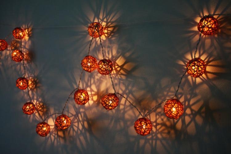 wand-leuchten-besonders-schick-edel-modern-schlicht-orange-mit-besondere-leuchter-formen