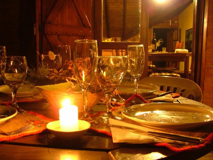 dekoration-tisch-besonders-schick-edel-modern-romantisch-valentinstag