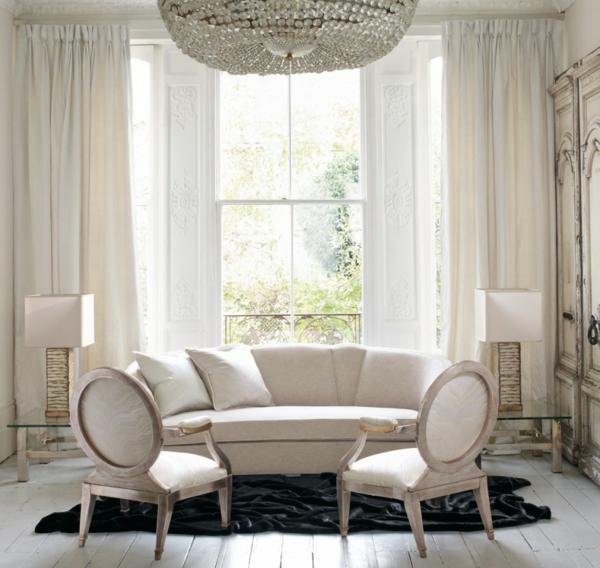 artdeco stil - kristallleuchter über dem weißen sofa