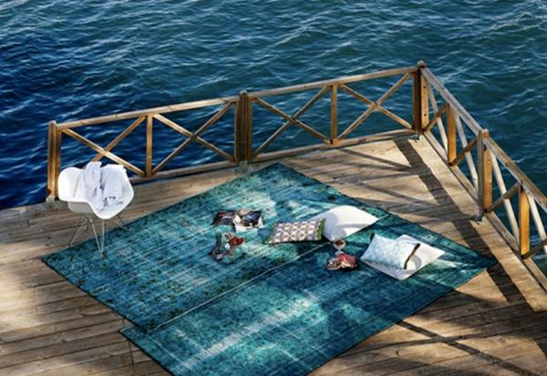 bunte Teppiche - schöne modell neben dem meer