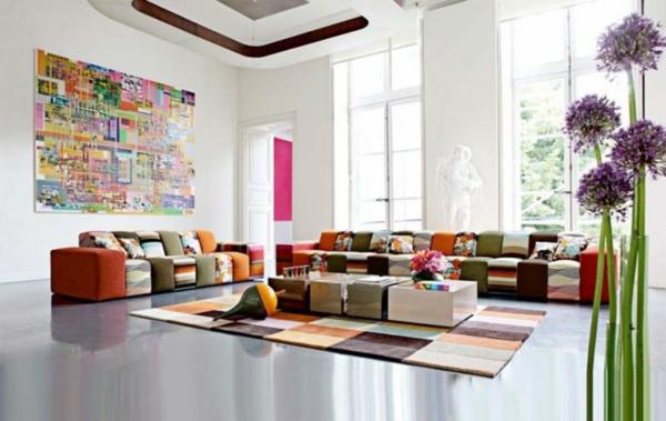 Teppich in bunten Farben im ultragroßen wohnzimmer