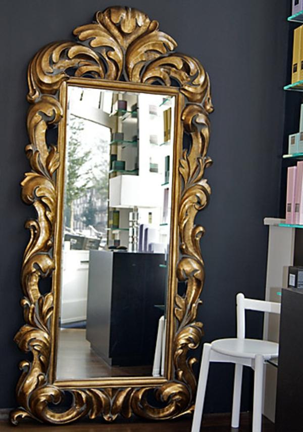 barockspiegel - mit einem auffälligen rahmen
