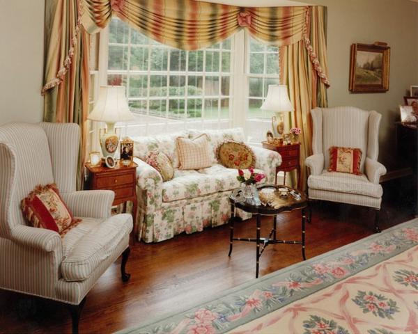 landhausdekoration - sehr schöne hellfarbige gardinen