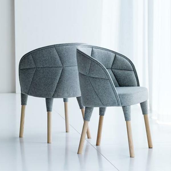 schwedisches Möbel - zwei modern aussehende stühle