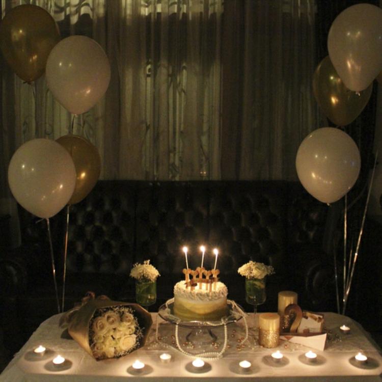 tisch-deko-für-romantische-ereignisse-schik-edel-besonders-modern-balloons-torte