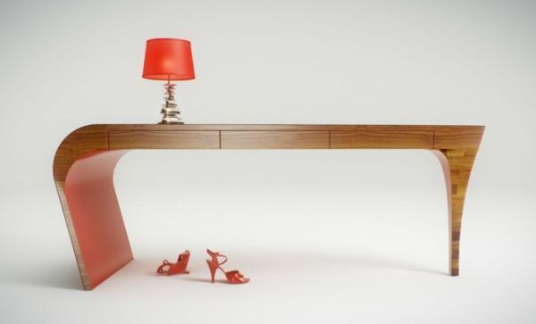 designer schreibtisch - elegante und interessante form und eine orange lampe darauf