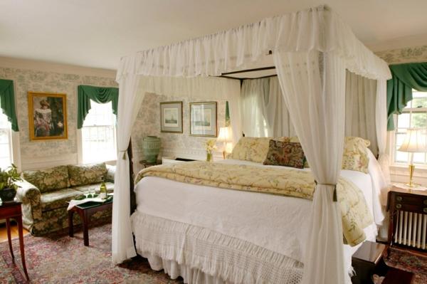romantischeliebe inspiration - herrliches bett design mit weißen durchsichtigen gardinen