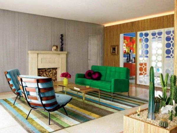 Teppich in bunten Farben im gemütlichen wohnzimmer