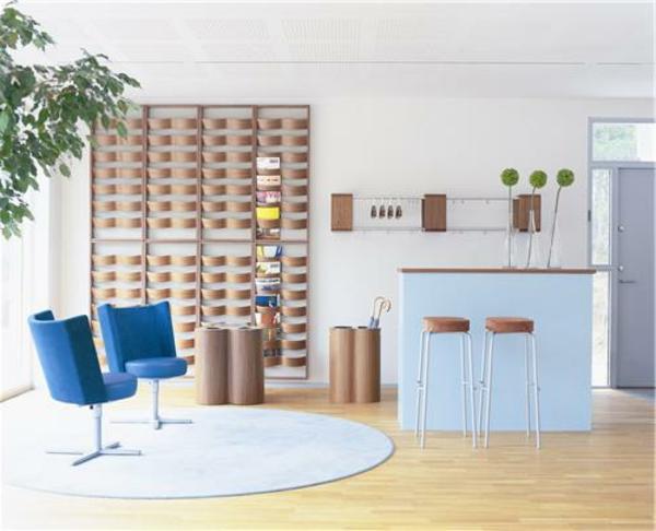schwedisches Möbel - zwei schöne blaue stühle im modernen zimmer