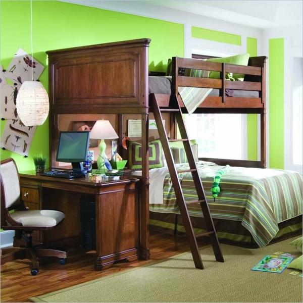 hochbett mitschreibtisch - hölzernes modell im kinderzimmer mit grünen wänden