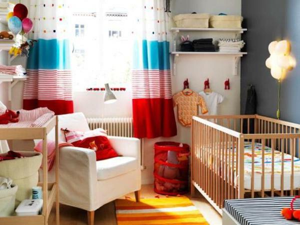 Teppich in bunten Farben - gemütliches kleines babyzimmer