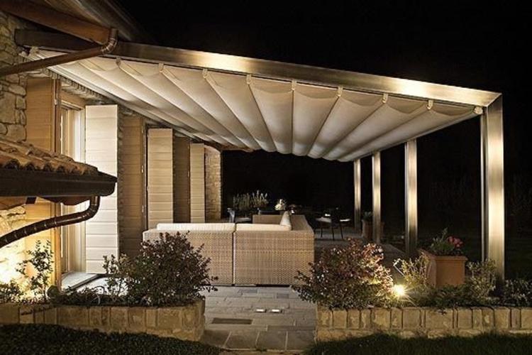 pergola-weiß-stoff-silber-säulen-schick-edel-modern-designer-poslter-möbel-terrasse