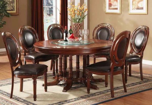 Runder Tisch - im sehr aristokratischen esszimmer