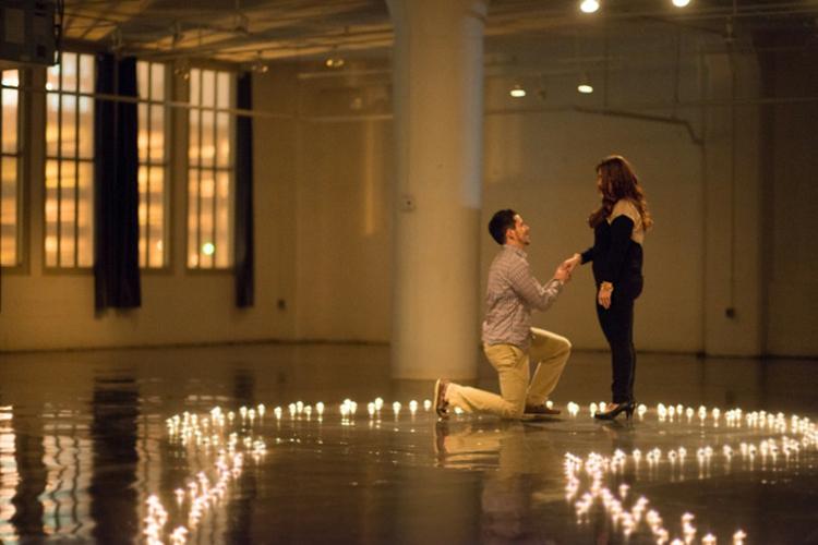 heiratsantrag-mit-kerzen-besonders-toll-einzigartig-schick-edel-faszinierend