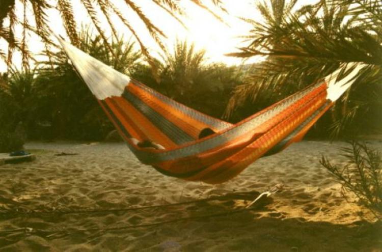 orange-beige-warm-liege-schick-edel-sonne-heiß-geniessen-entspannen