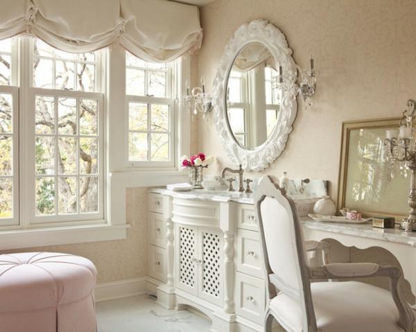 shabbystil - ovalförmiger spiegel mit weißem rahmen