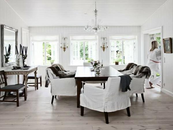 Schne Tisch Und Sthle Mit Wohnzimmer Moderne Gestaltung Gross Kamin Rot Sofa Blumen Weisser