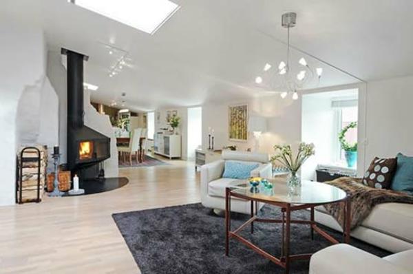 schwedisches Möbel - schöner kamin im großen wohnzimmer
