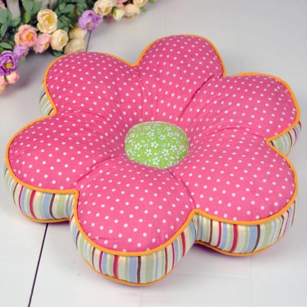 Patchwork modell vom  Kissen - rosige wunderschöne blume