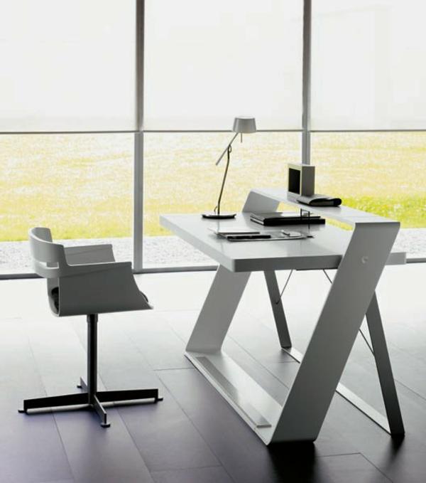 designerschreibtisch - büroraum mit gläsernen wänden