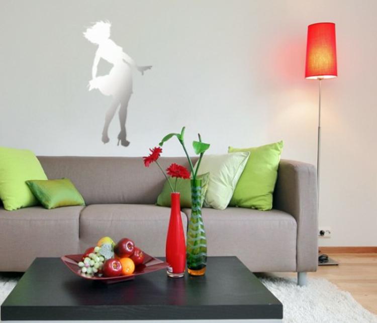 spiegel-dame-wohnzimmer-schick-edel-modern-neu-mit-kleid-frisch-im-raum