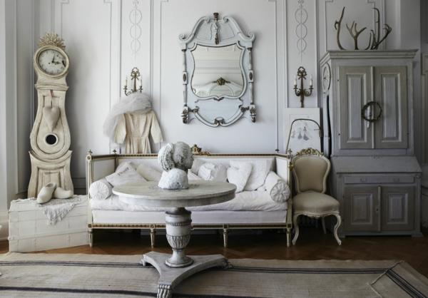 shabby stil - aristokratisch wirkendes wohnzimmer mit einer stehuhr