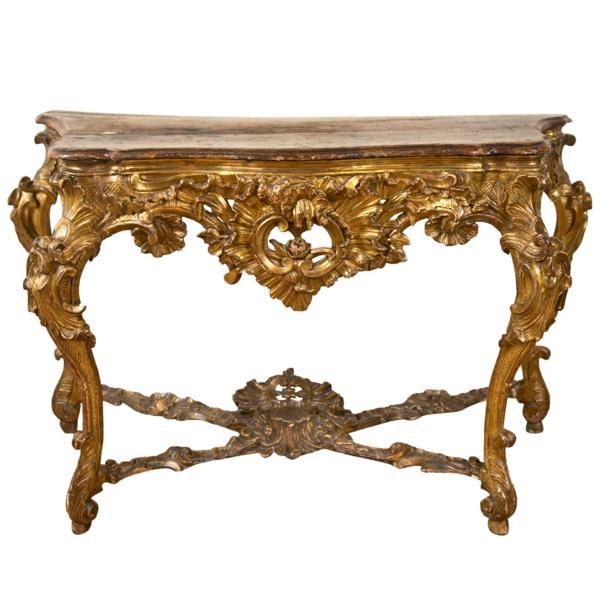 barocktisch - ein sehr extravagantes design mit vielen schönen goldenen ornamenten