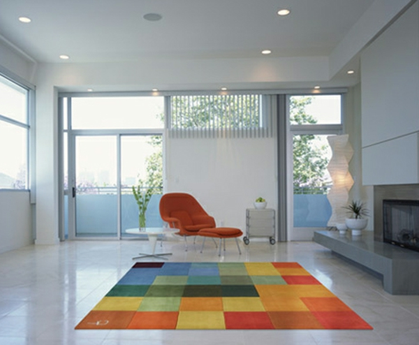 bunte Teppiche - modernes design im weißen zimmer