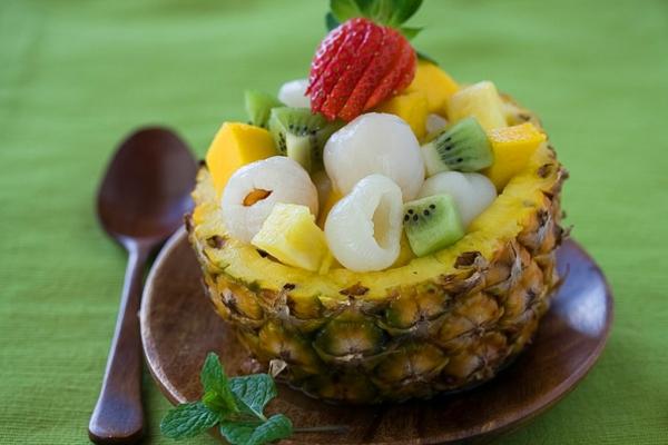 exotischesobst dekoration - früchte im ananas