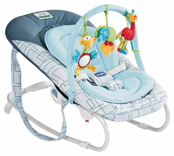 babywippen-mit-wunschönem-design-in-blauen-farbtönen