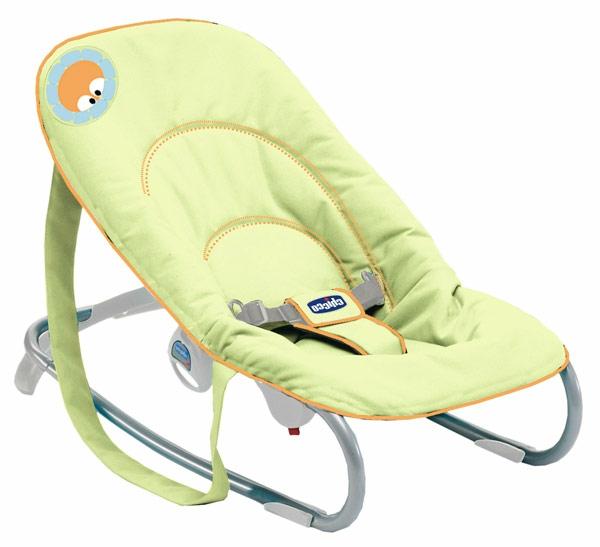 babywippen-mit-wunschönem-design-in-frischer-gelber-farbe