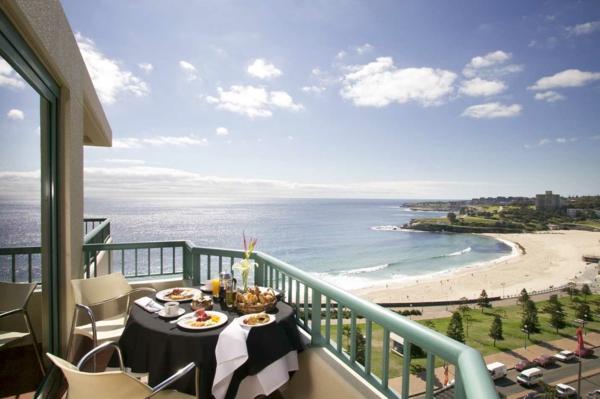 balkon-gestalten-eine-moderne-und-luxuriöse-architektur-ferienwohnung