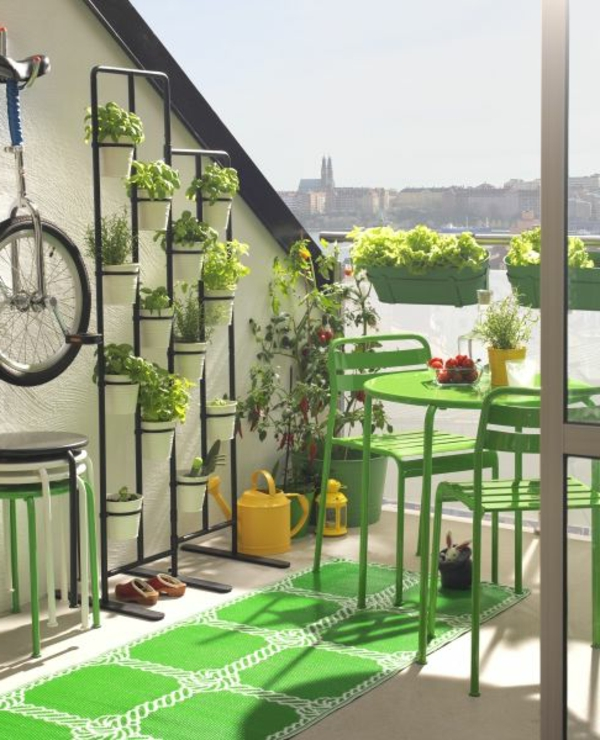 balkon-gestalten-super-schöner-grüner-teppich Bodenbelag für Balkon