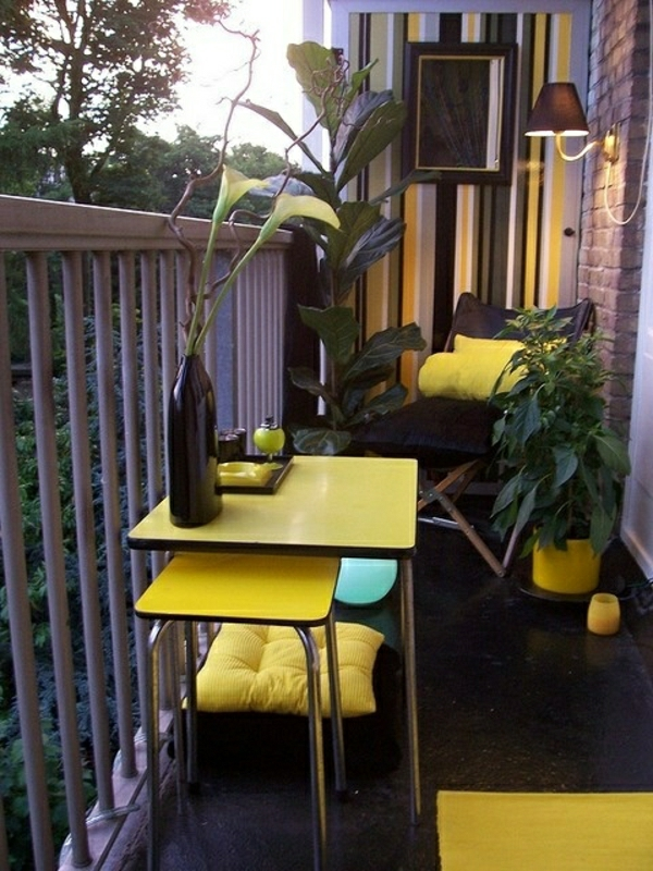 balkon-verschönern-balkon-deko-ideen-balkongestaltung-balkonmöbel-gelb