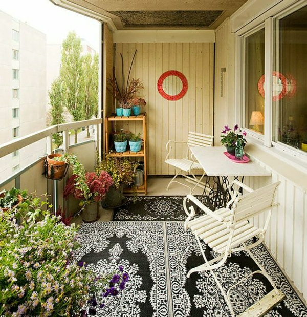 balkon-verschönern-balkon-deko-ideen-balkongestaltung-balkonmöbel-in-weiß