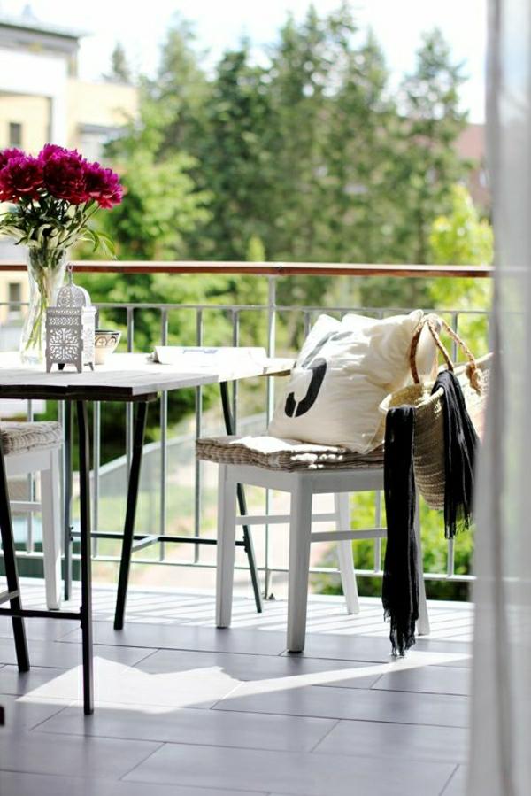 balkonmöbel-balkon-verschönern-balkon-deko-ideen-balkongestaltung--