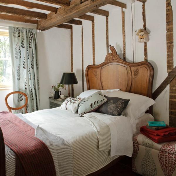 Schlafzimmerim Landhausstil   Hölzernes Kopfbrett
