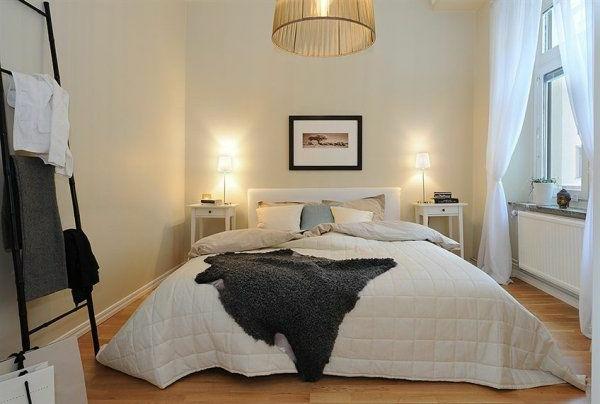 schwedische Möbel - elegantes schlafzimmer in weiß und grau