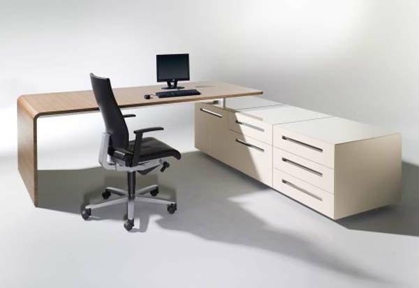 designerschreibtisch - schlichter und moderner büroraum