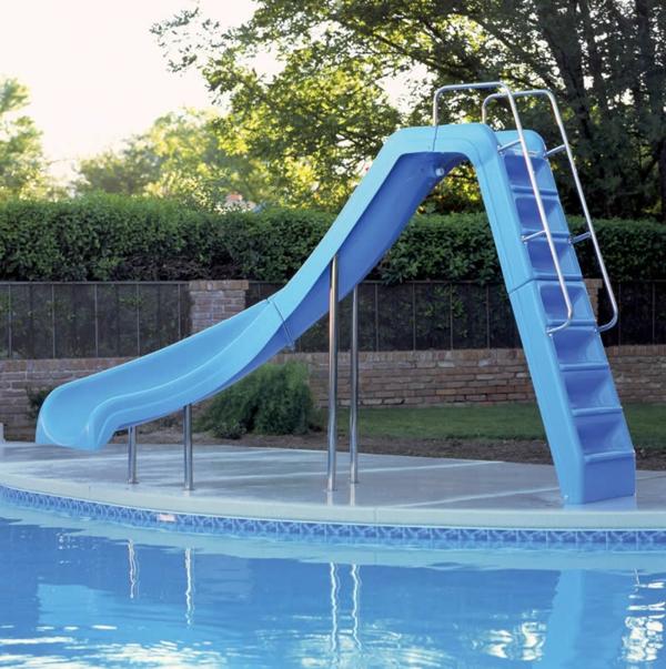 blaue-rutschen-für-draußen-spielgeräte-garten-pool