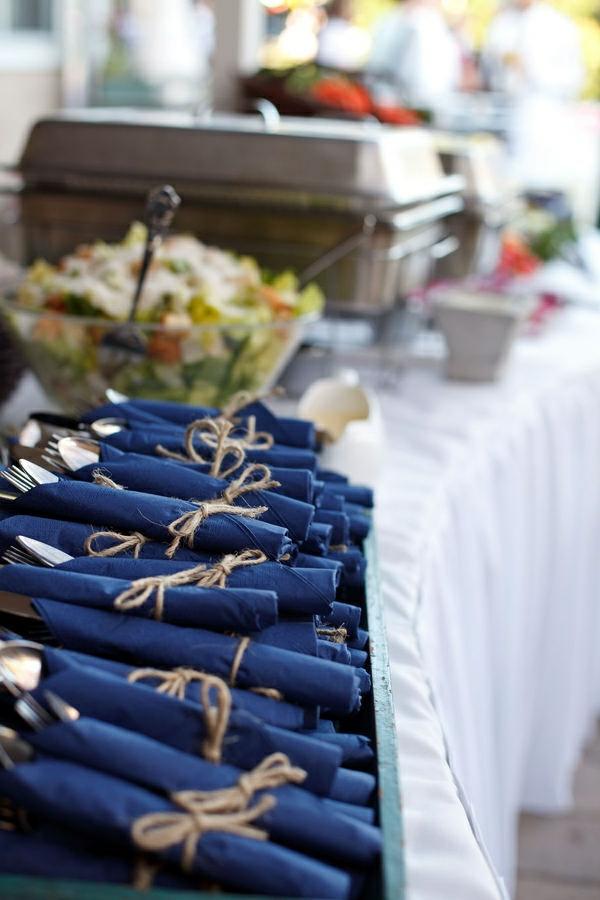 blaue-servietten-tischgestaltung-ideen-zur-inspiration