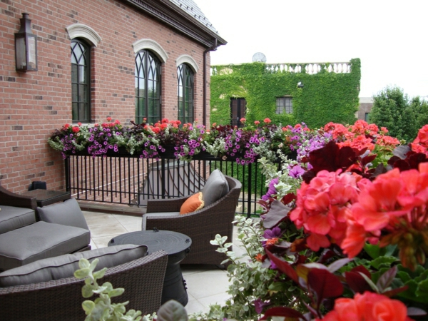 blumenkasten-balkon-ideen-für-draußen-balkongestaltung