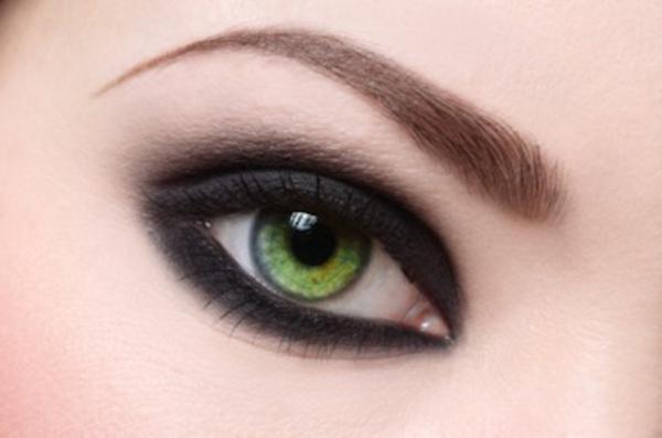 Bunte Kontaktlinsen - grüne und gelbe nuancen
