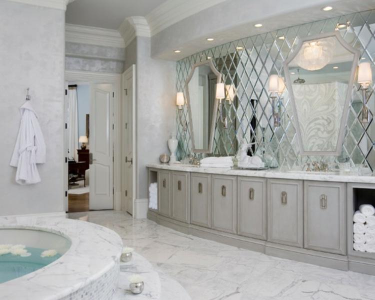 spiegel-wand-edel-schick-modern-neu-badezimmer-in-weiß-besondere-formen-stylisch