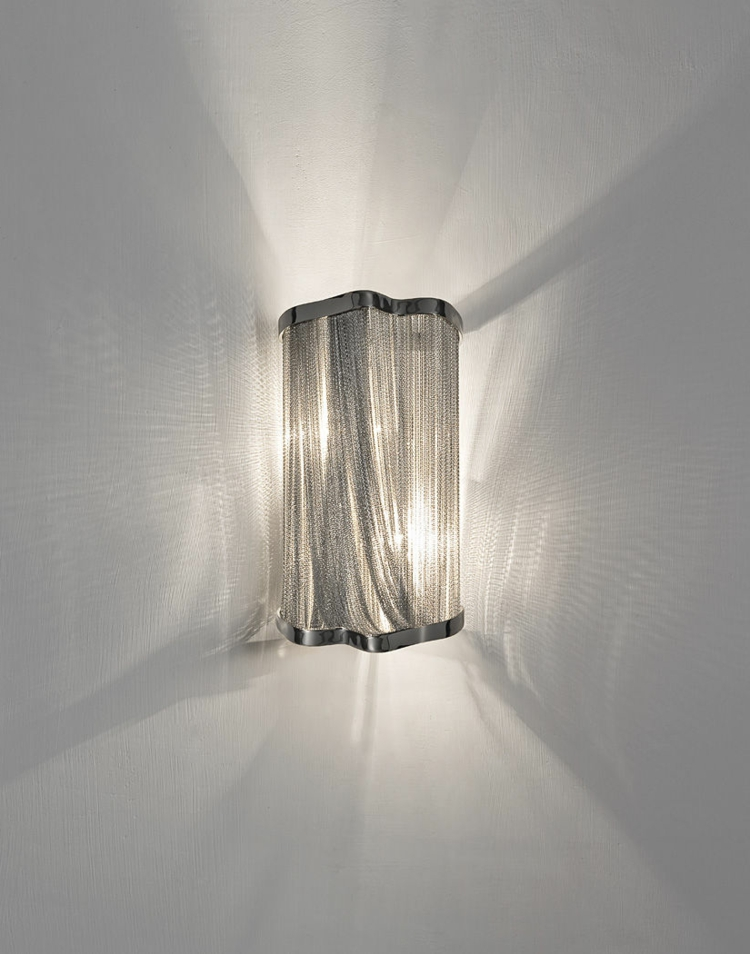 metall-leuchte-in-besonderem-design-schick-edel-besonders-schlicht-und-edel