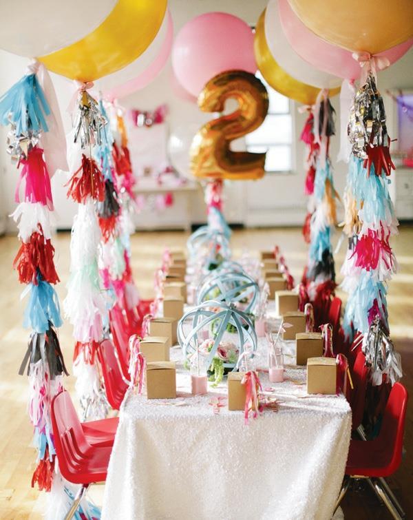 coole-tischdekoration-für-einen-kindergeburtstag-party-deko