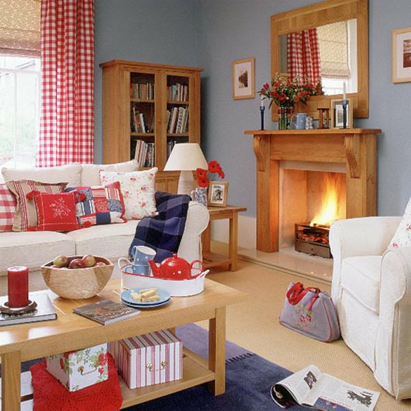 landhausdekoration -gardinen in rot und weiß und hölzerner kamin