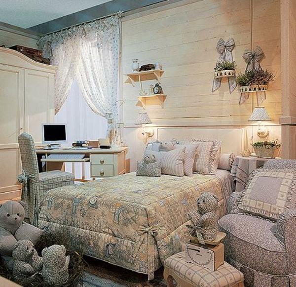 schlafzimmer im landhausstil - interessante dekoartikel an der wand