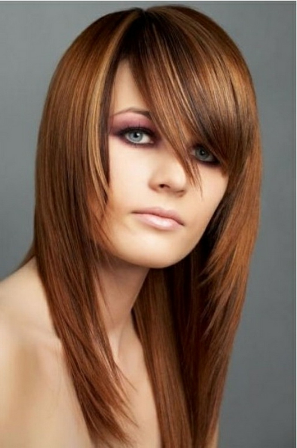 Frisuren für runde Gesichter - helle interessante glatte haare