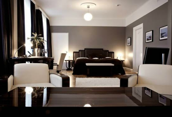 artdeco stil - elegantes schlafzimmer mit zwei weißen sesseln